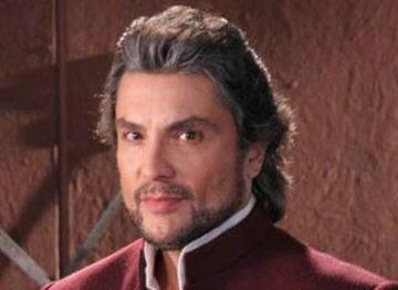 Osvaldo Rios is Alejandro de la Vega