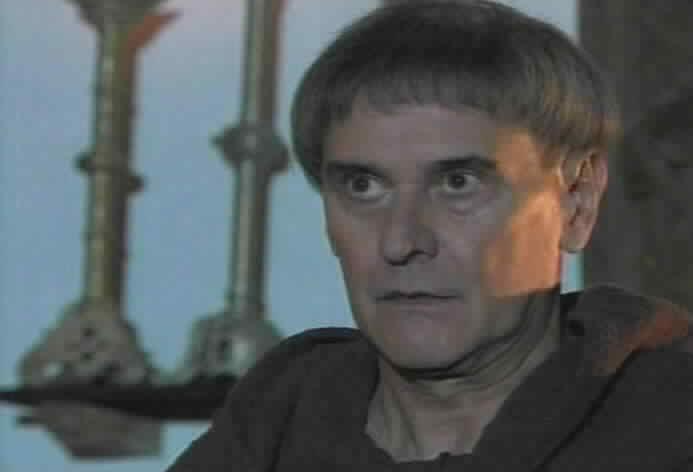Jorge Cao is Padre Tomas Villarte